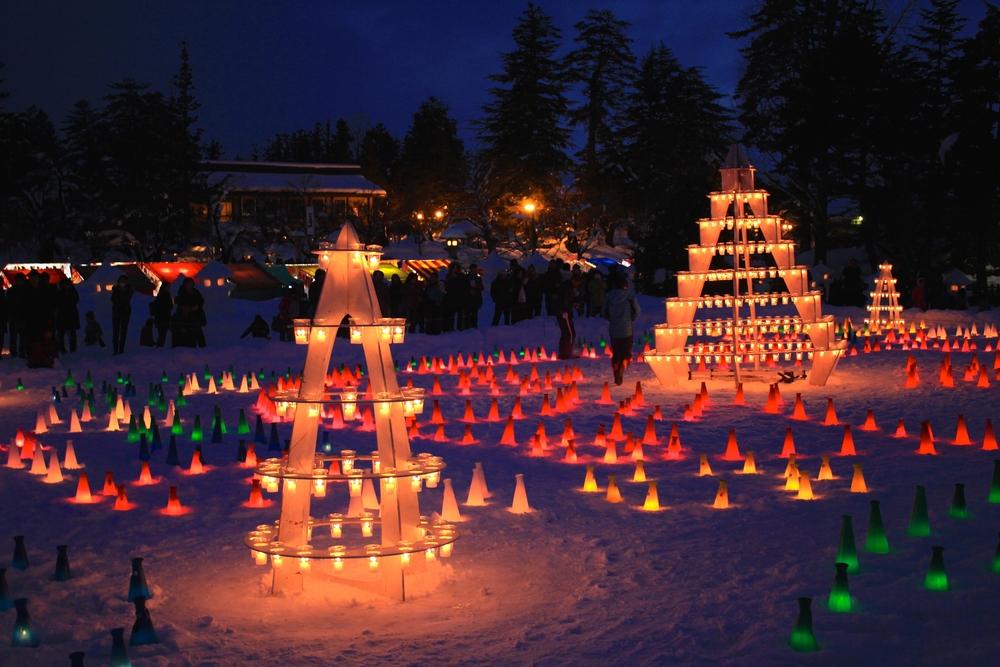Le festival des lanternes de glaces donne lieu à la création de plusieurs monuments éphémères