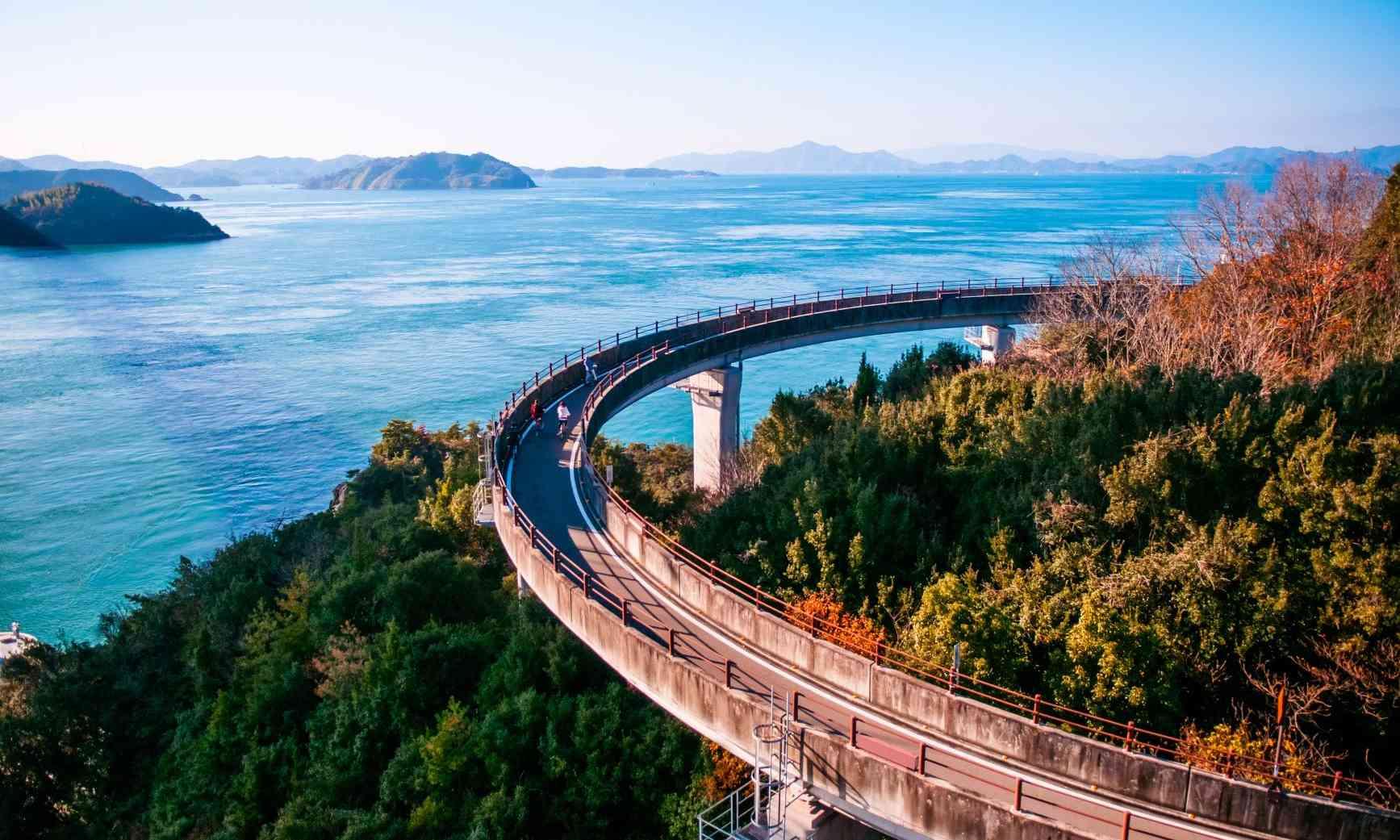 La route vers les ponts Kurushima Ohashi