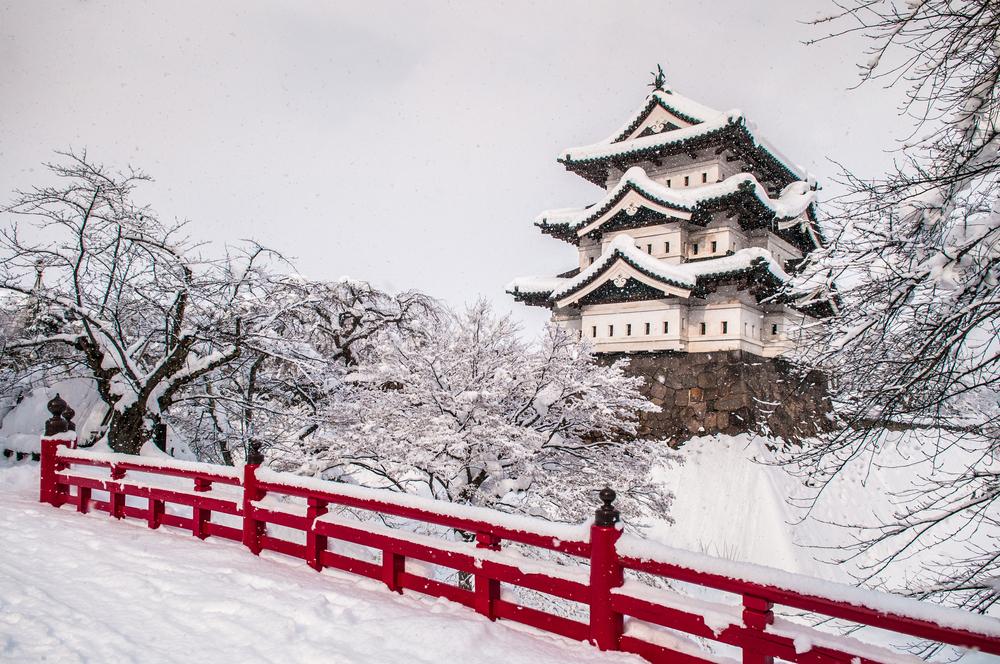 Le château de Hirosaki sous la neige