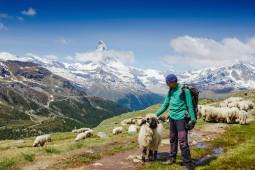 グリンデルワルトとツェルマットでハイキングを楽しむ旅 【専用車付き】