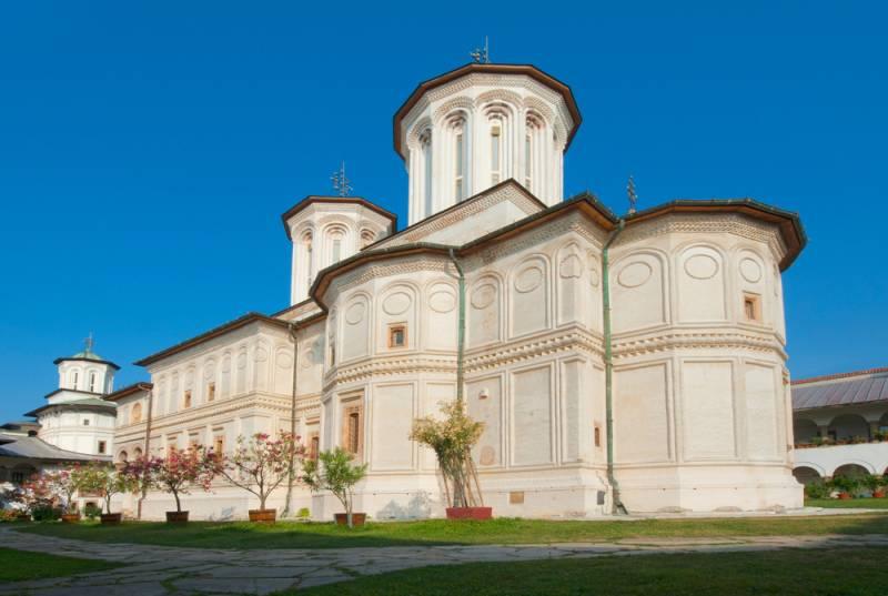昔ながらの修道生活が今もつづく世界遺産、ホレズ修道院【ルーマニア情報】