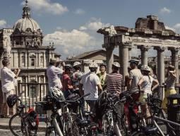 毎日10:00、14:15発 ローマ市内サイクリングツアー 3時間コース 現地ガイド付(電動自転車も追加料金なし!!)