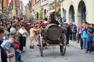 """新着ツアー!ローテンブルク歴史祭""""マイスタートゥルンク""""と""""隕石の街""""ネルトリンゲンをめぐる旅"""