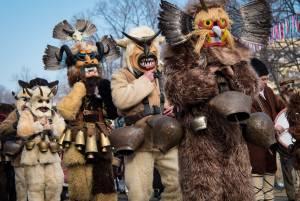 冬の不思議なお祭り:クケリの仮面踊り【ブルガリア情報】