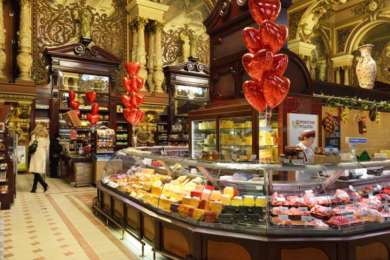 お城のような高級食料品店「エリセーエフスキー」