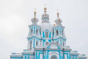 サンクトペテルブルグの有名な宮殿の数々を手がけたのは?