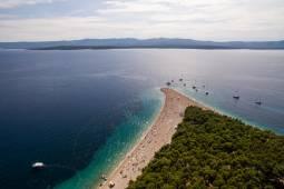 アドリア海をスーパーヨットで巡る クロアチア縦断8日間