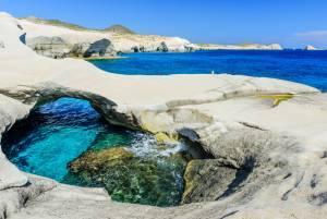 ミロのヴィーナスが見つかった島は景観も神秘的!