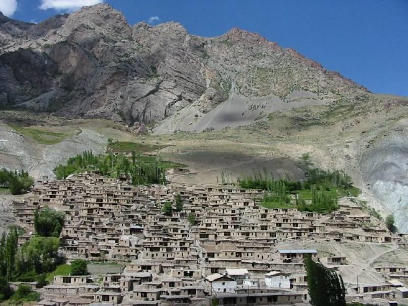 タジキスタンの村へ