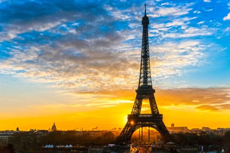 【鉄の貴婦人を守れ!!パリ、エッフェル塔にガラスの壁】