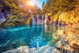 【キャビンチャーター2泊】ミニセーリングつきクロアチア旅行 7日間 <プリトヴィツェ観光>