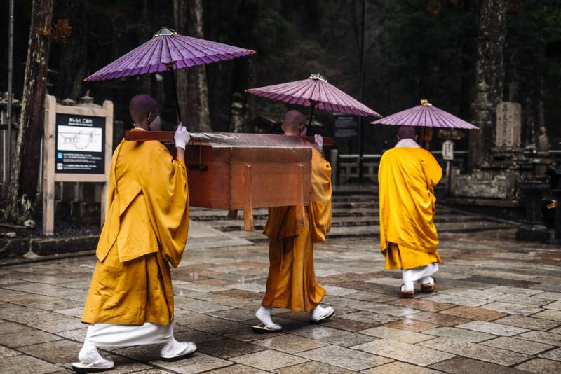 "Spend the night and experience ""shukubō"" (lodging in the buddhist priest quarters) on Mount Kōya"
