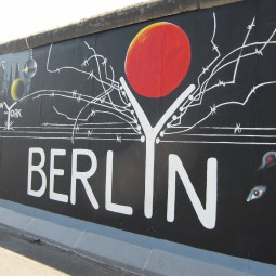 旧東ベルリン!東西分断の裏に隠された秘密の地下世界を探る 4日間【4名グループツアー】