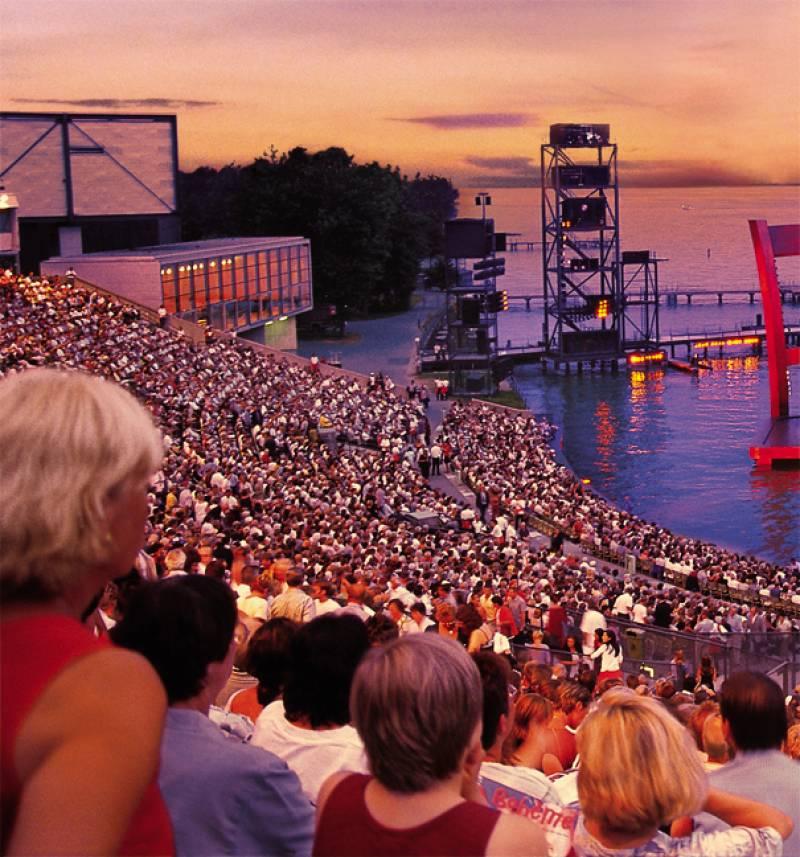 湖上ステージで幻想的な夏の夜を♪  ~ ブレゲンツ湖上音楽祭 ~
