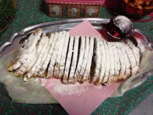 ドイツ伝統のクリスマス菓子「シュトレン」
