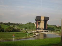 ベルギーほのぼの世界遺産日帰りツアー 船舶用エレベーター