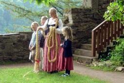 ラプンツェルのお城に泊まる♪ドイツメルヘン紀行~魔女伝説の舞台を訪ねて~ 6日間【4名向け】