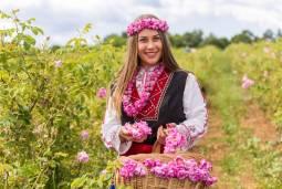2020年カルロヴォのバラ祭りに参加するブルガリアとルーマニア7日間