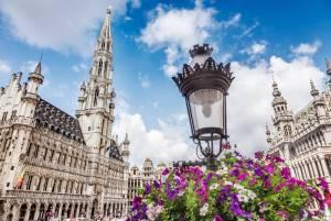 歴史の建造物と花アートのコラボレーション「フラワータイム」