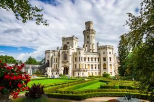チェコで最も美しいお城、フルボカー城