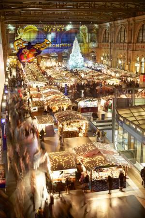 チューリッヒ中央駅 ヨーロッパ最大級の屋内クリスマスマーケット