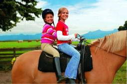 動物保護施設<ティアハイム>見学とアクティブ乗馬体験★ 5日間