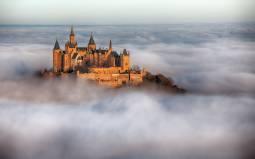 雲海に浮かぶ「天空の城」ホーエンツォレルン城