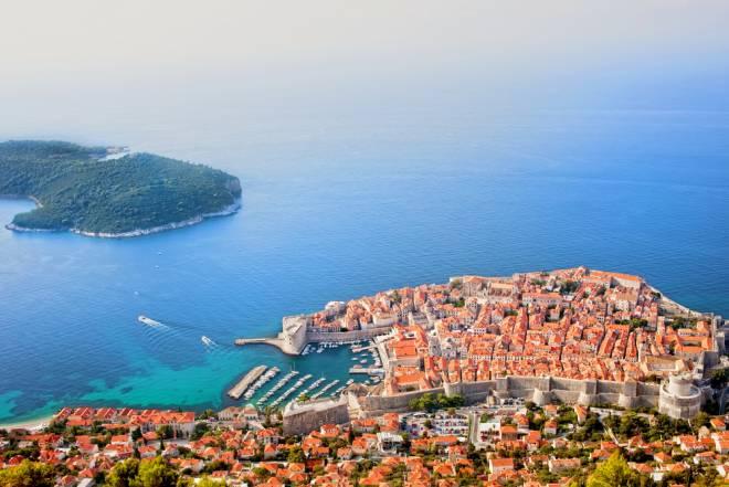 美しい自然と紺碧のアドリア海を満喫