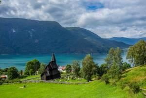 絶景フィヨルドを臨む!ノルウェー最古の木造教会