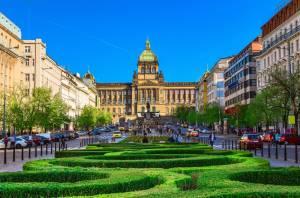 プラハの歴史を語るヴァーツラフ広場【チェコ情報】
