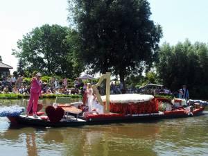 水上で行われるパレード?
