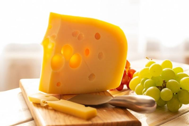 マースダムチーズの愛らしい穴