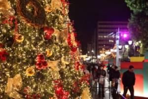 ギリシャのクリスマスイルミネーションに欠かせないものとは…?