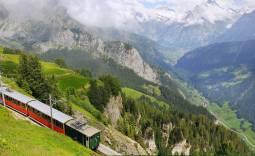 山岳鉄道を楽しむ絶景スイスハネムーン8日間【山岳ホテル(リッフェルハウス1853)宿泊付き】