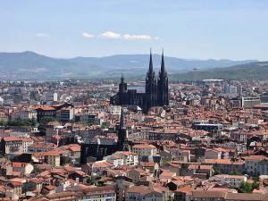 フランス観光を楽しもう!地方を巡る旅シリーズ●オーヴェルニュ地方●クレルモン・フェラン