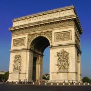 フランスの象徴、パリ・エトワール広場の「凱旋門」を空から見ると・・