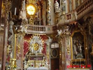 美しい教会はアザムカナイ