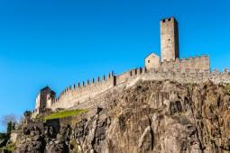 世界遺産!城壁の町ベリンツォーナと2大急行列車を満喫9日間