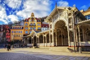 チェコの「飲む」温泉文化、コロナーダ
