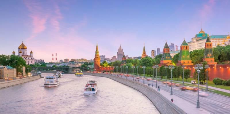 次々と現れる観光名所!モスクワ川クルーズ