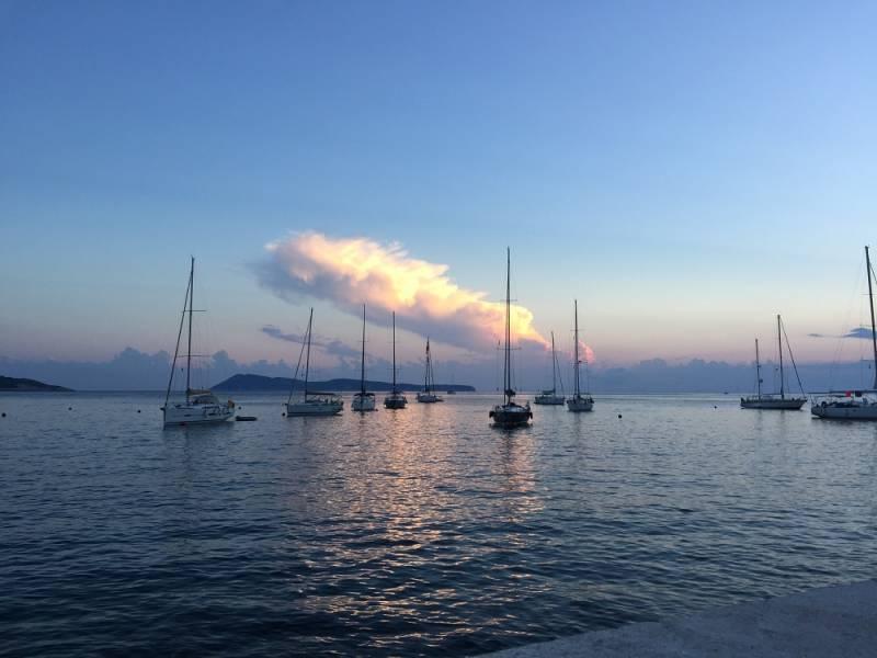 チャーターヨットで巡る、夏のクロアチア旅行 プライベートヨットで過ごす贅沢な時間