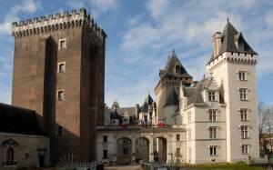 2019年ツールドフランス観戦ツアー ピレネー山岳ハイライト 「『良王』アンリ4世の生まれた街ポー」
