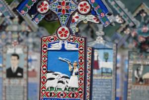 サプンツァの「陽気なお墓」【ルーマニア情報】