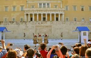国会議事堂前で衛兵の交代式 アテネ