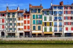 フランスの最も美しい村を訪ねて|バスク地方☆チョコレート祭り