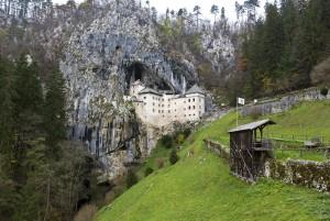 ヨーロッパ最大級のカルスト鍾乳洞・ポストイナ鍾乳洞