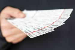 チケットの手配とエントリー