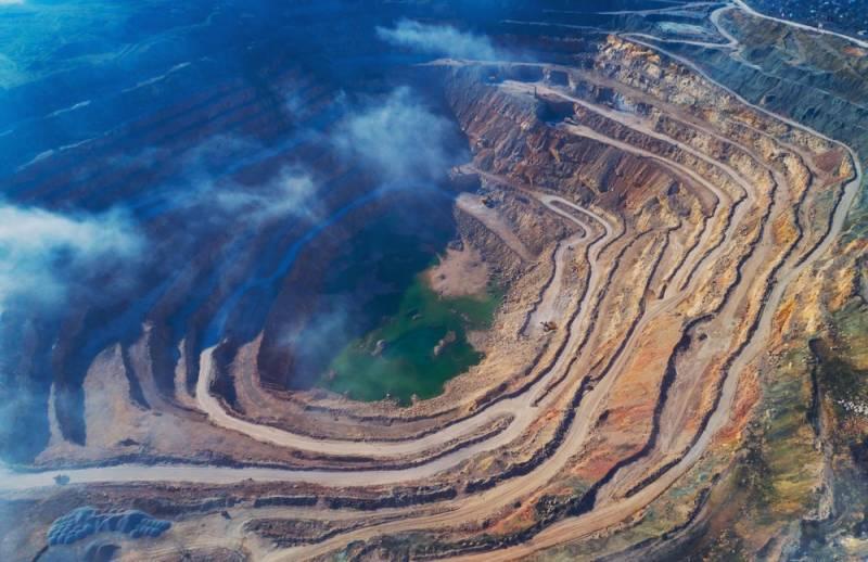 ロシアの絶景10選の1つ、ミール鉱山