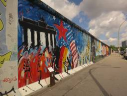 東西分断の記憶~ベルリンの壁跡をたどるツアー 半日