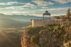 景観が素晴らしい断崖絶壁の街